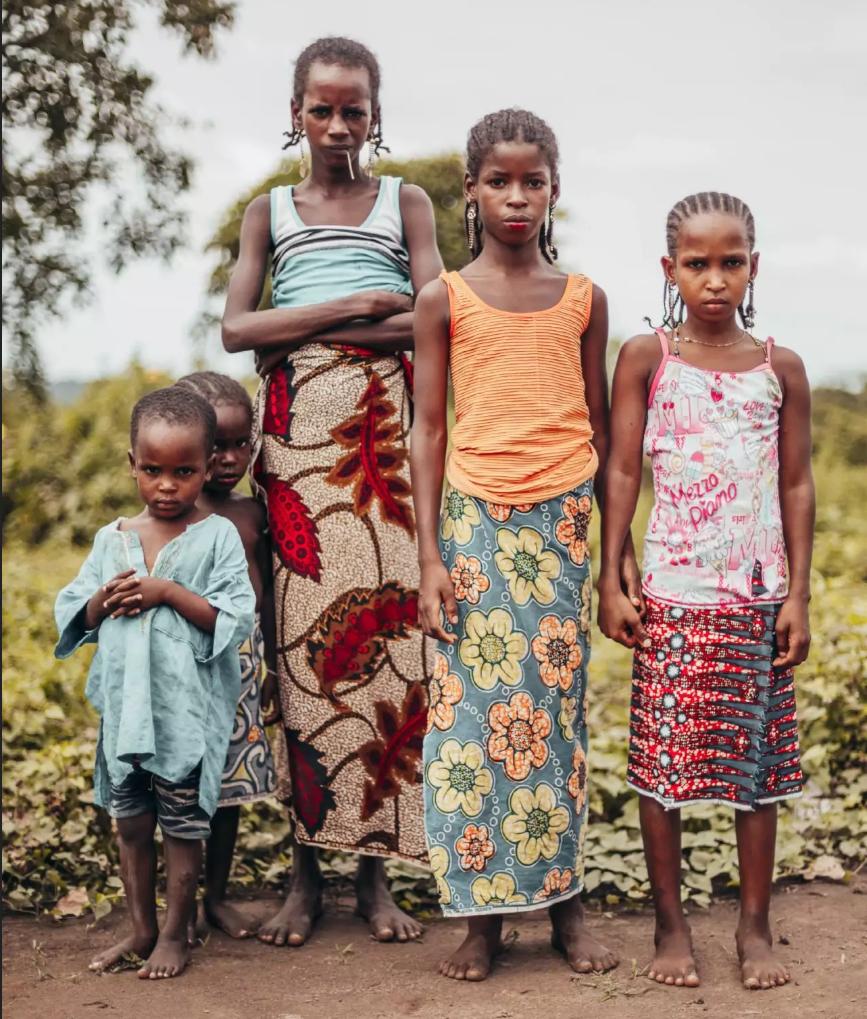 los marcados rasgos mujeres de la etnia fulani